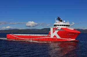 完成した大型プラットフォーム・サプライ船