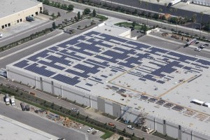 第1期太陽光発電システム導入工事の様子「プロロジスパーク レッドランズ」 6号棟(カリフォルニア州)