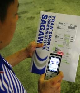 新型携帯端末による業務の様子