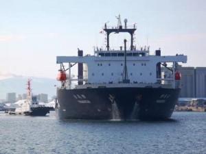 八戸港に入港する「YAMATAI」