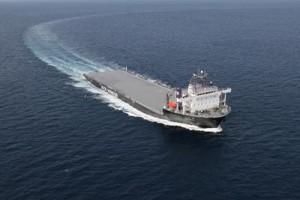 日本に向けて航海を開始したモジュール船「YAMATAI」(クリックで拡大)