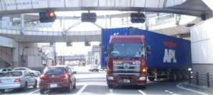 公道を走行する45フィートコンテナ積載車両
