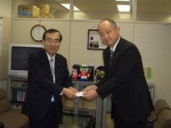 昭和電工、アルミ缶リサイクル売却金を寄付