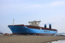 横浜港、世界最大のコンテナ船が初入港