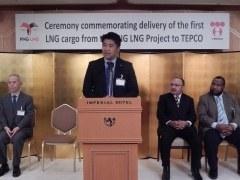 パプアニューギニアから初のLNG船、外相が式典出席