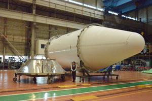 川崎重工、ひまわり8号向け衛星フェアリングを出荷