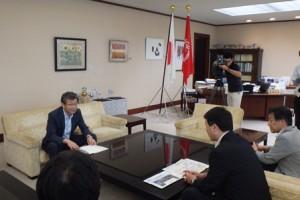 新潟港将来構想検討委、泉田知事に構想を報告