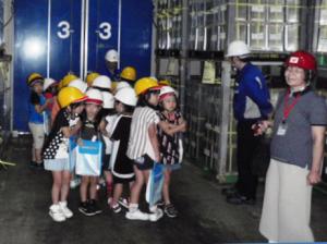 ニチレイロジ、九州と北海道で小学生の見学受入れ01