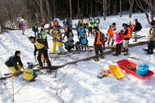 日通、山形・飯豊町の「日通の森」で冬の森林育成活動1