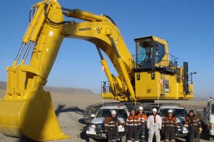 住商、モンゴルにコマツ製建機2台を輸出