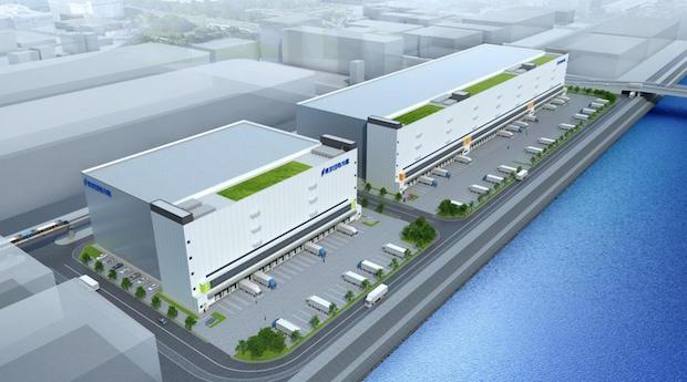 国土交通省は7月31日、東京団地冷蔵の再整備事業計画を国際競争流通業務拠点整備事業の対象として認定した。  東京団地冷蔵は、自社冷蔵倉庫設備の全面建替えに向けて4月に解体工事を開始しており、2016年4月以降、新施設の建設に着工することにしている。新施設は敷地面積が4.7万平方メートル、延床面積が13.6万平方メートルの大型物流施設となる。  同社の倉庫は築40年以上となり、倉庫や冷凍設備の老朽化、耐震補強の必要性が生じていたほか、繁忙期は路上駐車が増加し、周辺道路の渋滞が生じていた。また、搬出入車両の大型化に伴い、施設が狭隘化し、HCFC冷媒が2020年で生産中止になるため、建替えが必須の状況となっていた。  そこで、再整備計画では敷地を集約し、施設を大型化して高効率な物流施設へ転換。道路の付け替え、車両動線の分散により、最適な交通処理を図るとともに、駐車場出入口を交差点から離すことにより、交差点流入部での渋滞を解消。大型車両への対応、荷持ち車両や路上駐車の解消に向け、適正規模のトラックバース、待機スペースを確保する。  さらに、施設の耐震性を強化し、京浜運河と環状七号線に面した立地を活かして災害時の 食料供給機能を確保。複数のテナントが建物や駐車場の共用部分を共有することにより、施設の効率化を図るとともに、テナントによる共同荷捌きなど、物流の効率化を図るための共同化を実施する。