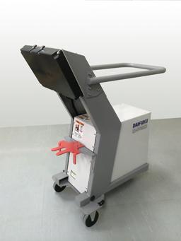 ダイフク、電動フォーク向け非接触充電を実用化