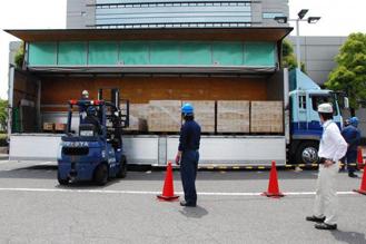 日本ガイシ、熊本被災地に備蓄食料品寄贈1