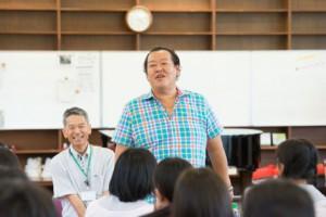 アマゾン・ハヤシダ社長、多治見北高の生徒と懇談