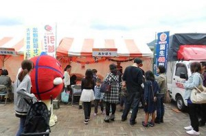 赤帽大分県、ラジオ祭りで「あかぼうくん」PR