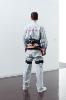 成田空港、ハンドリング業務にロボットスーツを試験導入