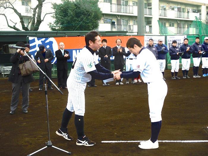 日通野球部、埼玉の中学生200人に13回目の野球教室