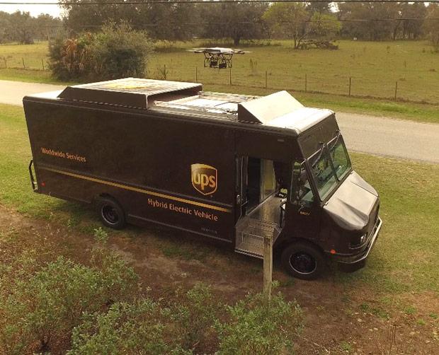 UPSが宅配実験、移動中のトラックからドローン離発着