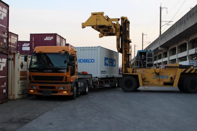 神鋼物流、貨物列車輸送にオープンサイドコンテナ採用