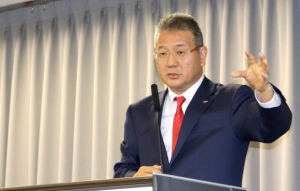 リコーロジスティクスの株式取得について説明するSBSホールディングスの鎌田正彦社長