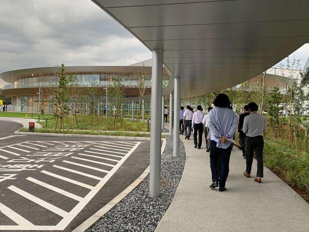 地域共生型施設 「リング」と倉庫の連絡通路