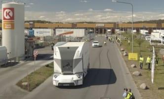 スウェーデンで完全自律走行の電動トラック商業運転