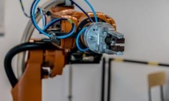 ナイキ、ロボ200台導入拠点で出荷効率8割アップ